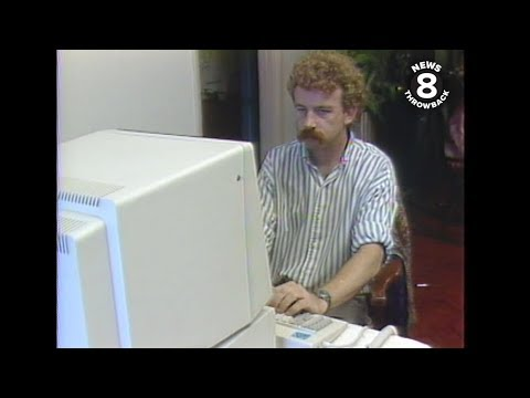 San Diego man Christmas shopping by computer in 1986