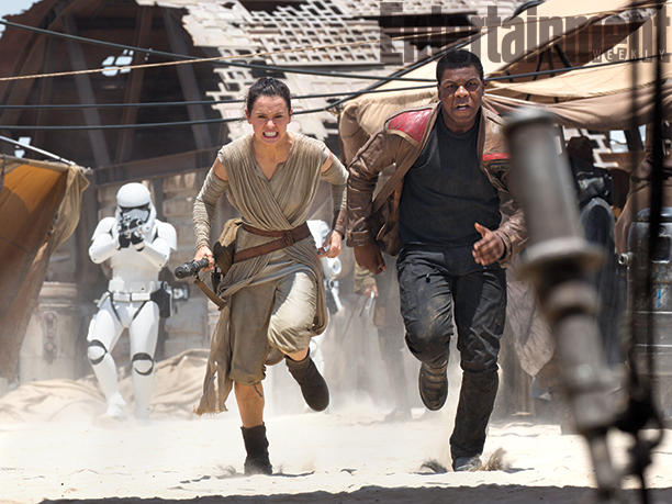 12-New--Star-Wars-The-Force-Awakens--Photos-1