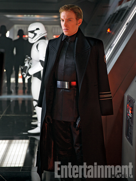 12-New--Star-Wars-The-Force-Awakens--Photos-11