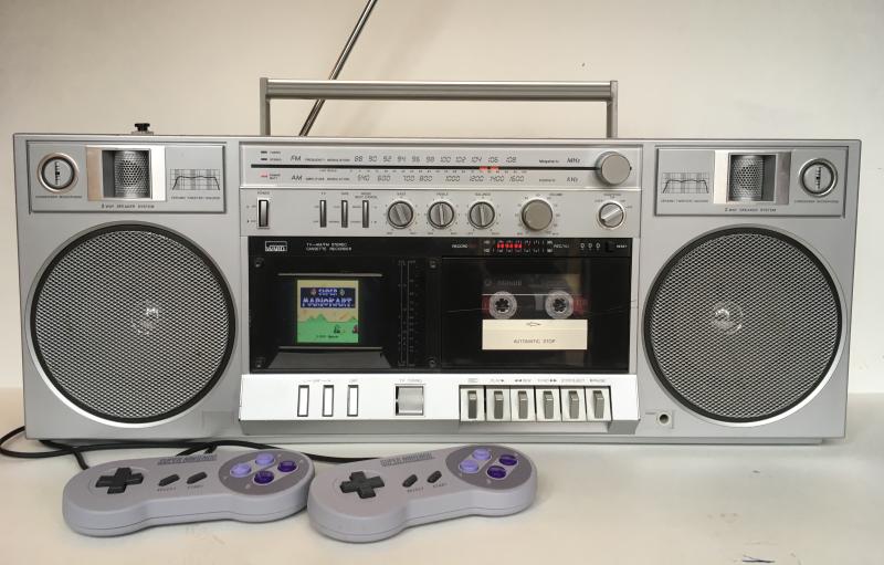 BOOMBOX mit eingebautem Super Nintendo