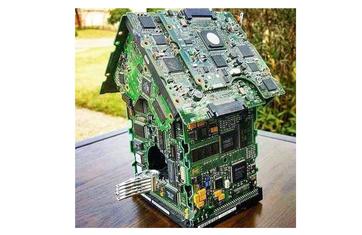 Motherboard Birdhouse