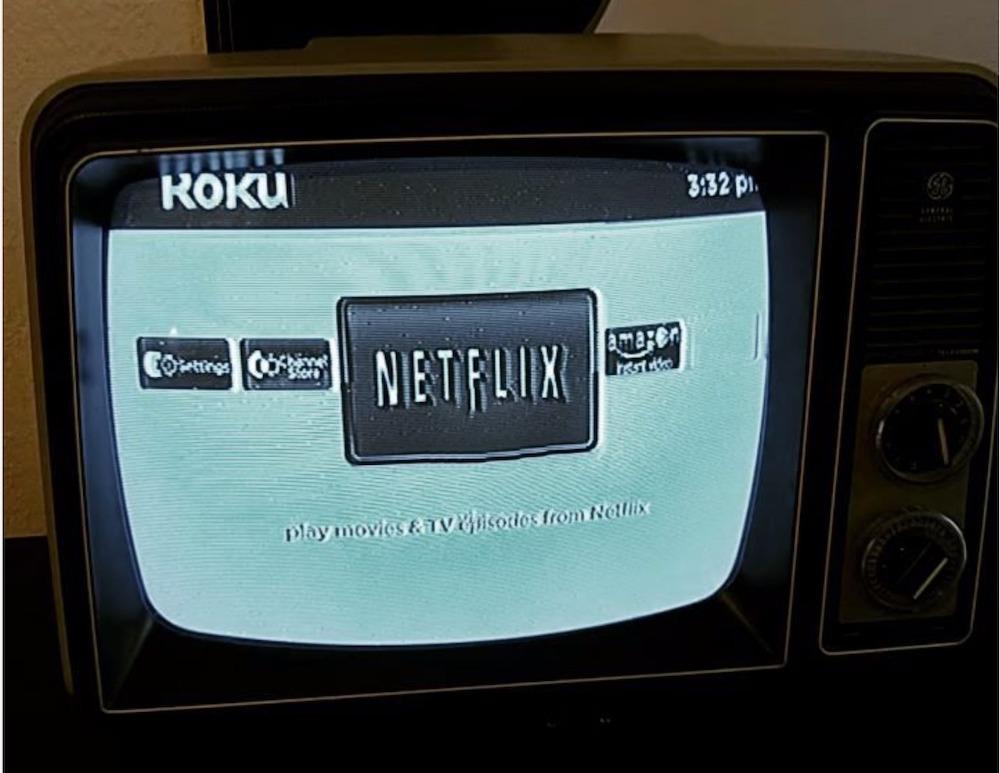Netflix auf einem schwarz/weiss TV