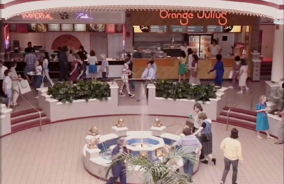 Architecture Professor Explains Why Malls Are Dying