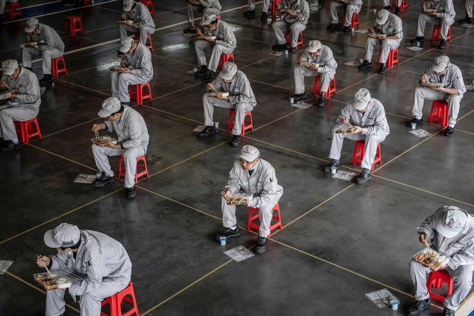 Wuhan auto workers take a lunch break